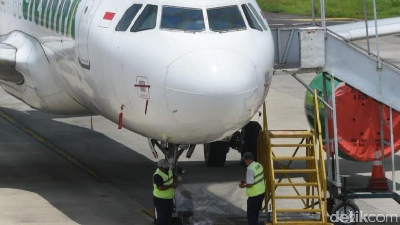 Bandara Banyuwangi menutup sementara penerbangan karena terdampak abu vulkanik erupsi Gunung Raung. Seluruh penerbangan dibatalkan.