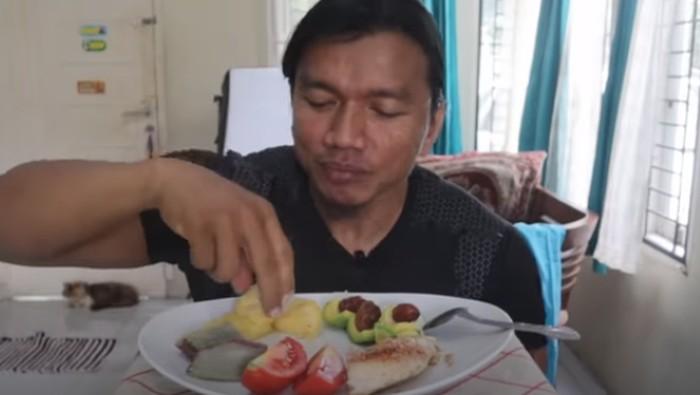 Binaragawan Ini Coba Ikuti Pola Makan Rasulullah SAW