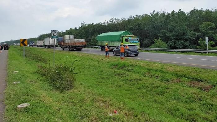 Contra flow di tol Cipali akibat jalan amblas