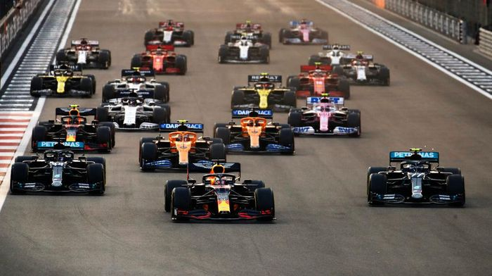 ABU DHABI, UNITED ARAB EMIRATES - DECEMBER 13: Max Verstappen of the Netherlands driving the (33) Aston Martin Red Bull Racing RB16 leads Lewis Hamilton of Great Britain driving the (44) Mercedes AMG Petronas F1 Team Mercedes W11 and Valtteri Bottas of Finland driving the (77) Mercedes AMG Petronas F1 Team Mercedes W11 into turn one at the start during the F1 Grand Prix of Abu Dhabi at Yas Marina Circuit on December 13, 2020 in Abu Dhabi, United Arab Emirates. (Photo by Hamad I Mohammed - Pool/Getty Images)