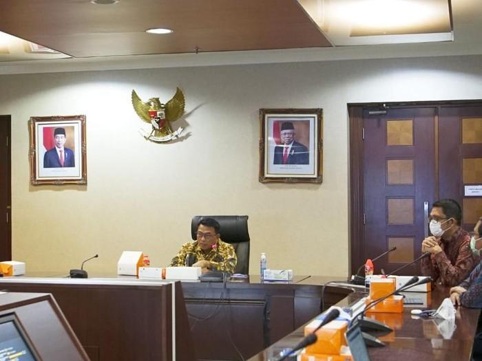 Kepala Staf Kepresidenan Moeldoko saat audiensi dengan Lajnah Kajian Pengembangan Sumber Daya Manusia (Lakpesdam) PBNU terkait temuan soal bantuan sosial di Gedung Bina Graha, Jakarta, Selasa (9/2).
