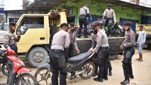 Polresta Jayapura Kota menggelar razia di 5 titik dan mengamankan 83 sepeda motor serta 2 buah sajam (dok istimewa)