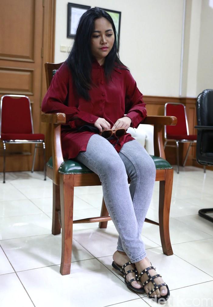 Selebgram Rachel Venya saat menjalani sidang perceraian di Pengadilan Agama Jakarta Selatan, Jakarta, Selasa, (9/2/2021).