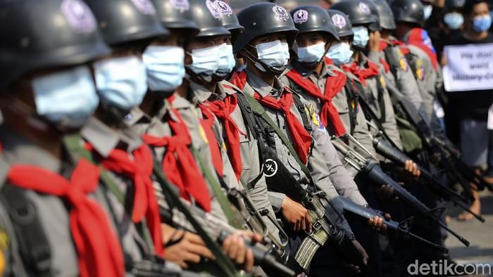 Demo menolak kudeta militer terus dilakukan di Myanmar. Kali ini demo tersebut diikuti oleh sejumlah biksu.