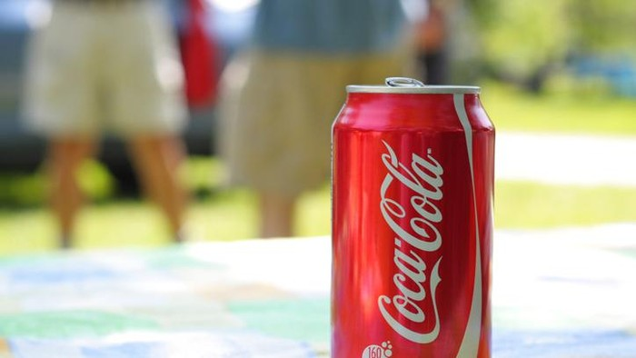 Ternyata Ini Alasan Kemasan Coca-Cola Berwarna Merah