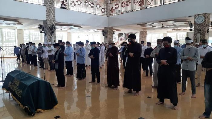 Tiba di Daarul Quran, Jenazah Ustaz Maaher Disalatkan di Majid An-Nabawi
