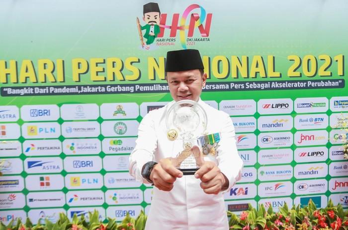 Wali Kota Bogor Bima Arya menyabet penghargaan Anugerah Kebudayaan Persatuan Wartawan Indonesia (PWI) Pusat di Hari Pers Nasional (HPN) 2021.