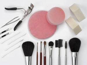 10 Alat Makeup untuk Pemula, Perlu Kamu Tahu Saat Baru Belajar Dandan