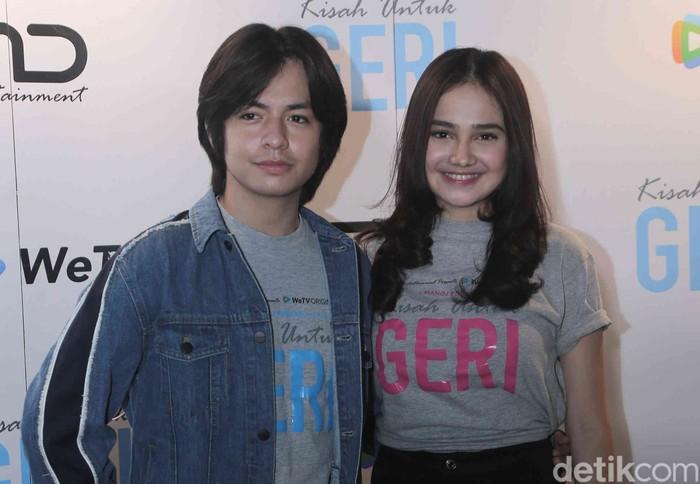 Angga Yunanda dan Syifa Hadju saat konferensi pers untuk film Kisah Untuk Geri di Kantor MD Place, Setiabudi, Jakarta Selatan, Rabu (10/02).