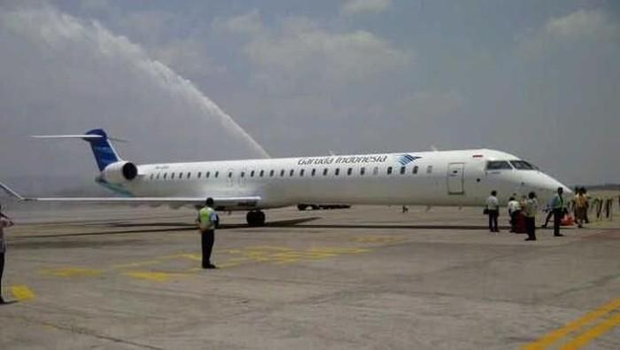 Foto pesawat Bombardier Garuda Indonesia