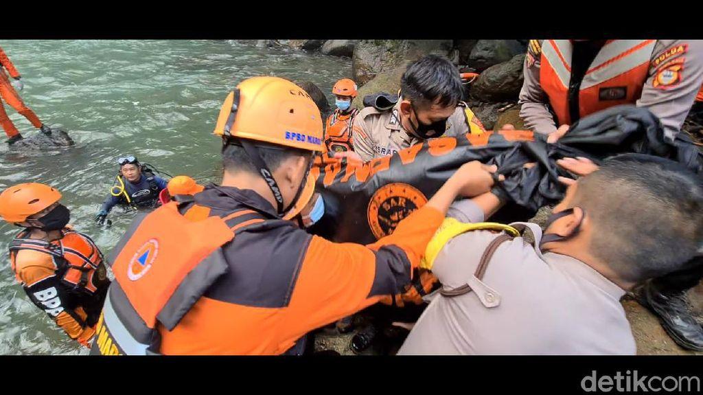 Pencarian 2 Pelajar Tenggelam di Air Terjun Pumbunga Maros