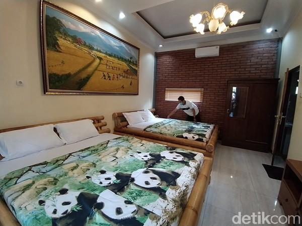 Ada dua pilihan kamar, domitory atau family.