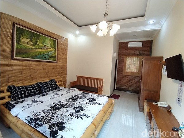 Untuk backpacker ada kamar kapsul dengan harga Rp 75 ribu per malam.