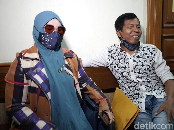 Kiwil dan Rohimah saat menghadiri sidang ikrar cerai di Pengadilan Agama Jakarta Selatan, Jakarta, Rabu, (10/2/2021).