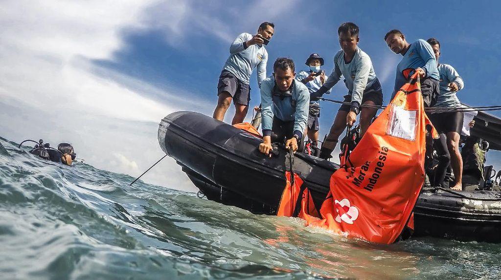 Melihat Lagi Misi Pencarian Pesawat SJ182 oleh Pasukan Katak