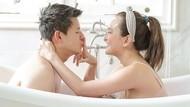 7 Potret Pasangan Artis Mesra di Bathtub, Ririn Ekawati Hingga Shandy Aulia