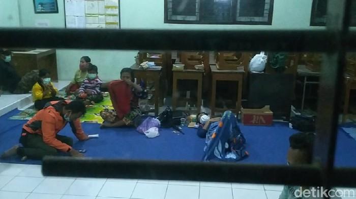 Suasana lokasi pengungsian korban banjir di Pekalongan