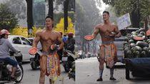Tampan dan Kekar, Penjual Semangka di Pinggir Jalan Ini Viral
