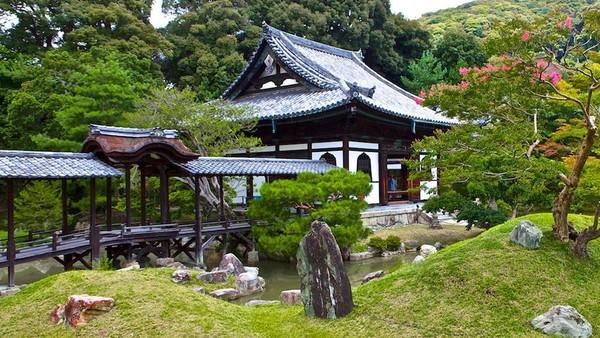 Bangunan selanjutnya yang juga dibangun atas nama cinta adalah Kuil Kodai-ji. Kuil yang berada di Kyoto, Jepang, ini dibangun oleh Nene yang berduka atas kematian suaminya, Toyotomi Hideyoshi. Kuil itu pun dibangun sebagai sarana bagi Nene untuk mendoakan mendiang suaminya agar jiwanya tenang. Istimewa/josef knecht via Wikipedia.