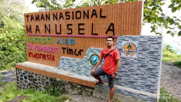Tugu Taman Nasional Manusela