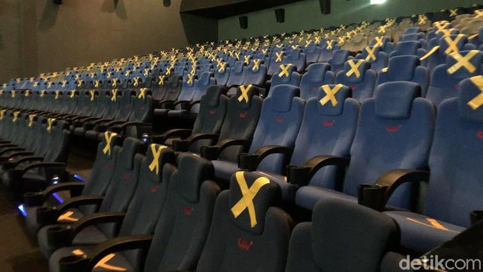 Sejumlah bioskop di Jakarta tetap buka bahkan dengan kelonggaran operasional dan kapasitas maksimal 50% dari sebelumnya hanya 25%. Nyatanya, masih sepi.