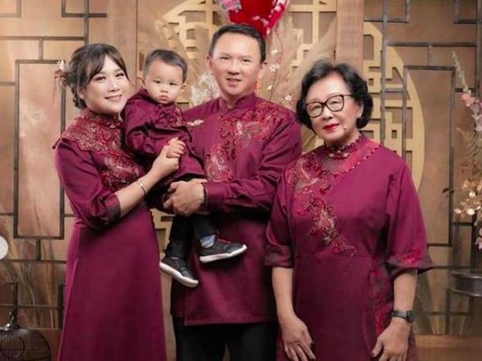 Foto Imlek Ahok dan keluarga