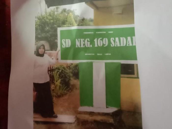 Hervina (34), guru honorer 16 tahun di Bone, Sulsel dipecat karena posting gaji Rp 700.000 (dok. Istimewa).