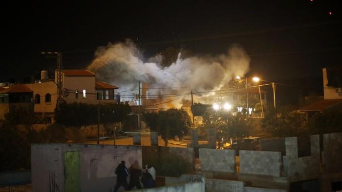 Tentara Israel meledakkan rumah milik warga Palestina Mohammed Kabha. Peledakan dilakukan setelah pemilik rumah dituduh melakukan pembunuhan warga Prancis-Israel di Tepi Barat.