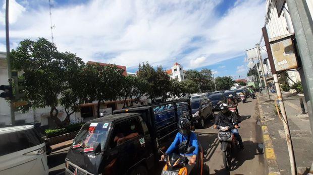 Kemacetan di Kawasan LEZ Kota Tua Jakarta.