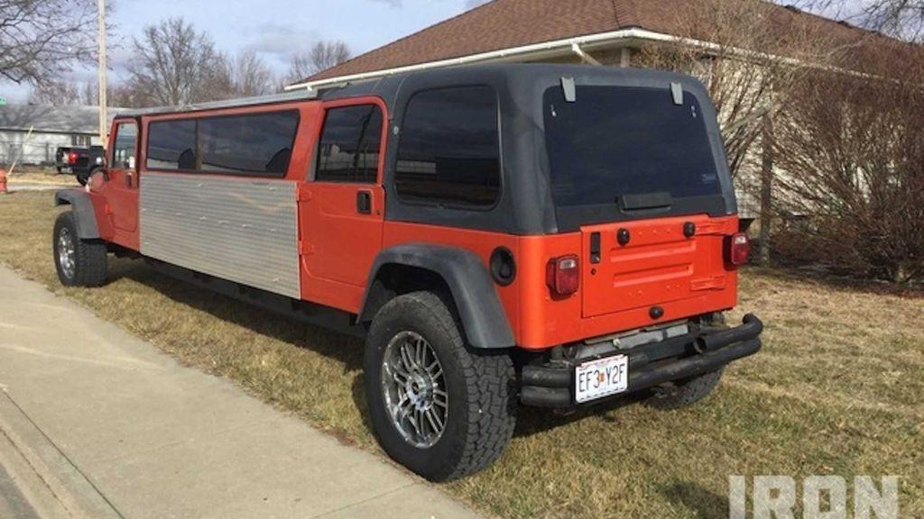 Modifikasi Jeep Wrangler jadi Limousine