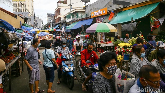 Jelang perayaan Imlek sejumlah pasar ramai didatangi. Salah satunya di kawasan Pasar Petak 9, Jakarta.