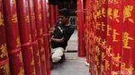 Ratusan Lilin Siap Sambut Imlek di Vihara Dharma Ramsi