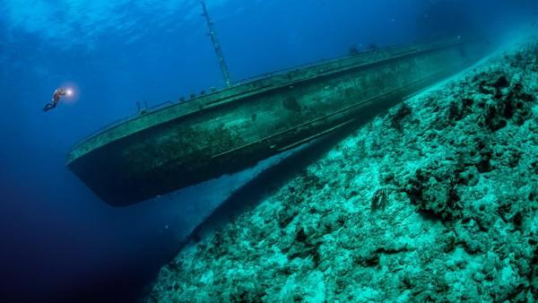 Kategori Wrecks dimenangkan oleh Tobias Friedrich, dari Jerman dengan karya berjudul Bowlander diambil di dekat Nassau, Bahama.