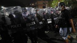 Bentrokan Pedemo dengan Polisi di Thailand