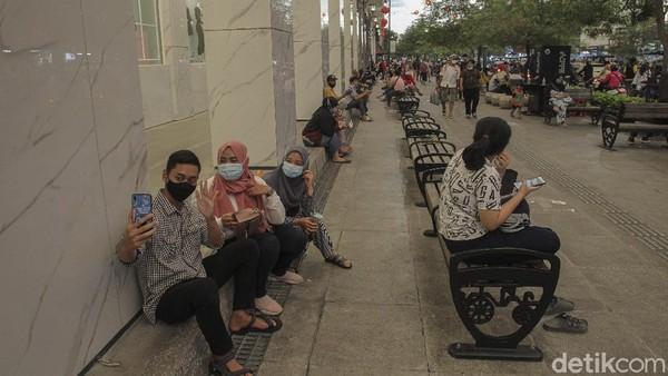 Sebagai salah satu kawasan wisata populer di Yogyakarta, Kepala Unit Pelaksana Teknis (UPT) Kawasan Cagar Budaya Malioboro Ekwanto menyampaikan Pada libur Tahun Baru Imlek tahun ini wisatawan yang masuk ke kawasan Malioboro akan dibatasi antara 600 hingga 700 wisatawan per hari.