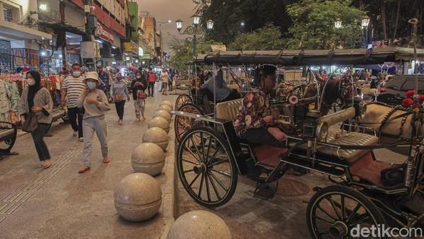 Menurut prediksi ada sekitar 4.000 wisatawan luar Daerah Istimewa Yogyakarta (DIY) dari Badan Promosi Pariwisata Daerah (BPPD) DIY yang diperkirakan masuk DIY pada Jumat (12/2). Pembatasan jumlah wisatawan ini bertujuan untuk mencegah persebaran Covid 19, selama libur Tahun Baru Imlek 2021.