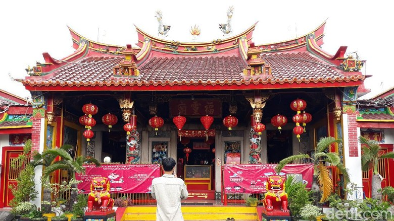 Imlek di Kelenteng Fuk Ling Miau