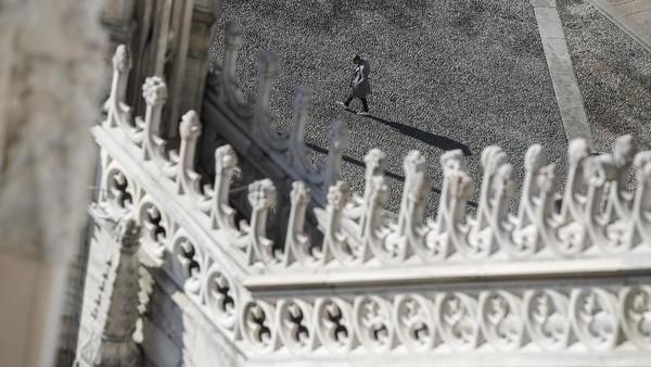 Duomo di Milano ini adalah katedral Katolik Roma kedua terbesar.