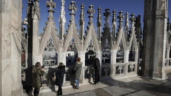 Jendela-jendela yang besar dari bagian paduan suaranya terkenal sebagai yang terbesar di dunia.