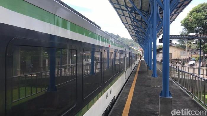 Kereta api di Stasiun Pulau Aie