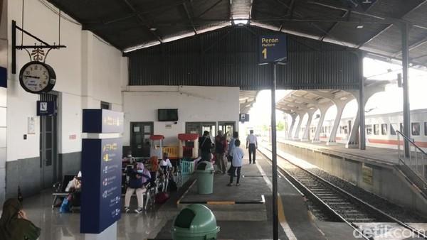 Pada masanya, jalur ini digunakan sebagai sarana angkut batu bara dan penumpang dari penambangan Ombilin Kota Sawahlunto menuju Pelabuhan Muaro Padang dan pelabuhan Teluk Bayur.