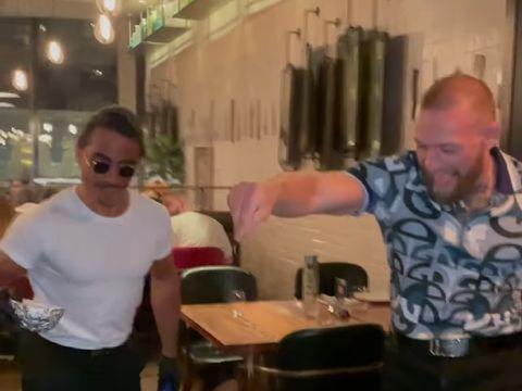 McGregor Cicipi Beefsteak Lapis Emas di Restoran Salt Bae