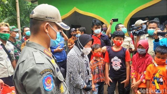 Mensos Risma temui pengungsi korban tanah longsor di Kebumen