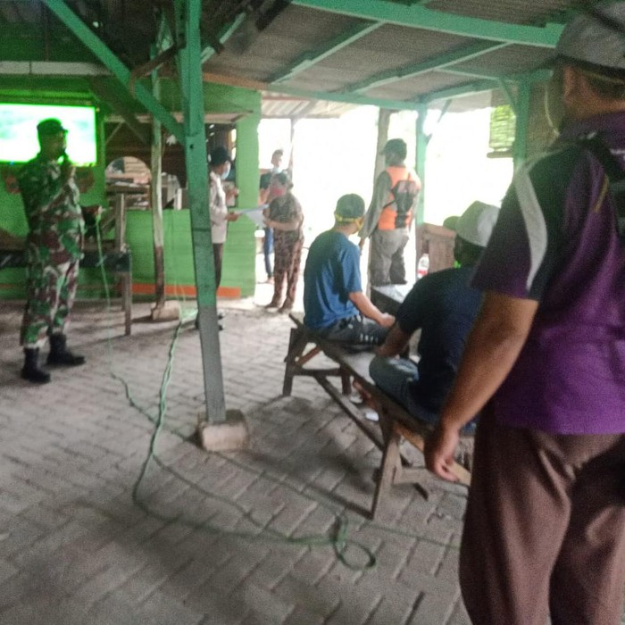 penutupan warung-warung di kawasan Jurang Kuping, Kelurahan Benowo