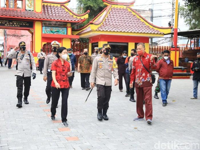 Perayaan Imlek di Klenteng Eng Ang Kiong Tanpa Barongsai