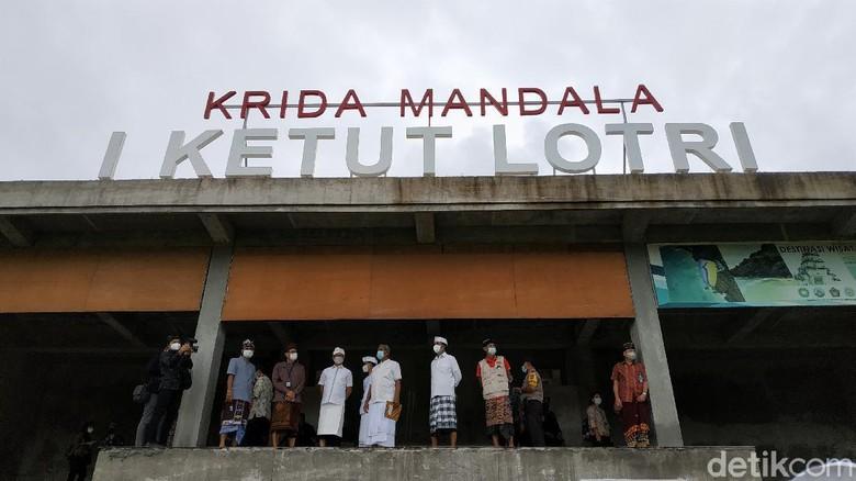 Menteri Pariwisata dan Ekonomi Kreatif Sandiaga Uno di kampung bola di Desa Kutuh, Kecamatan Kuta Selatan, Kabupaten Badung