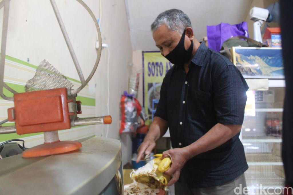 Kisah Djunaedi Dirikan Warung Soto Lamongan sejak 1987