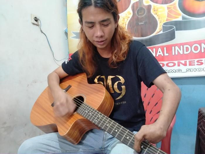 Tonny Mahardika pengusaha gitar