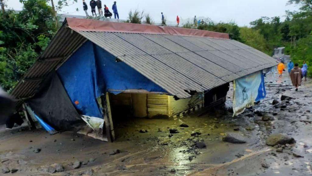 Warung Makan di Lumajang Terendam Material Banjir Lahar Hujan Gunung Semeru
