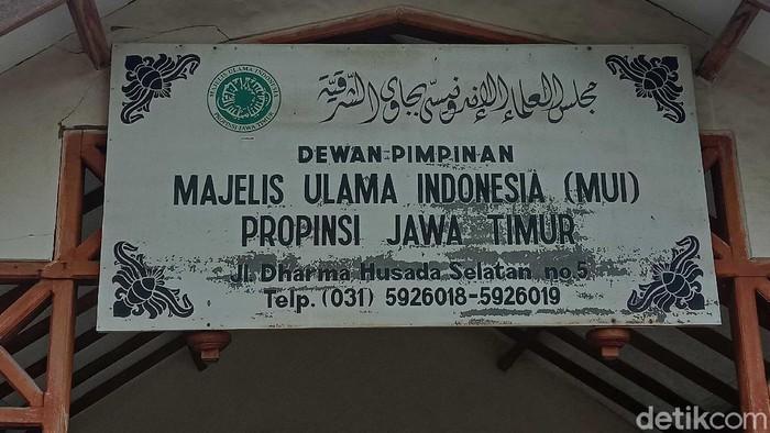 Tanggal 14 Februari merupakan Hari Valentine. Pengurus Majelis Ulama Indonesia (MUI) Jawa Timur melarang umat Islam merayakan Hari Kasih Sayang itu.